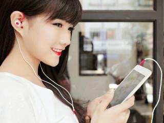 Cách đeo tai nghe đúng cách